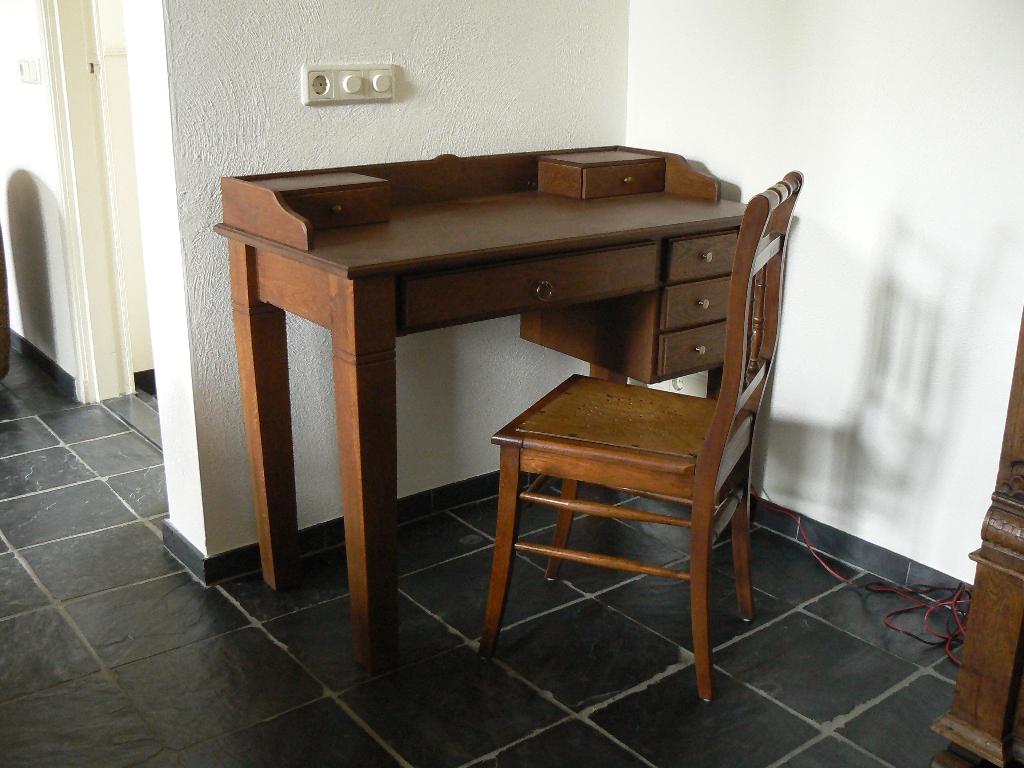 Antiek Bureau Klein.Klein Klassiek Bureau Vernstok